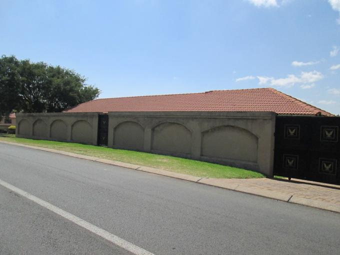 Standard Bank EasySell 3 Bedroom House for Sale For Sale in Glenvista - MR125816