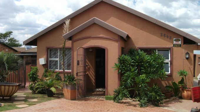 4 Bedroom House For Sale in Lenasia South - Home Sell - MR125819