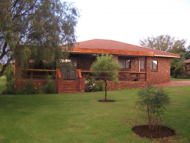 4 Bedroom Cluster for Sale For Sale in Vaalmarina - Home Sell - MR125836