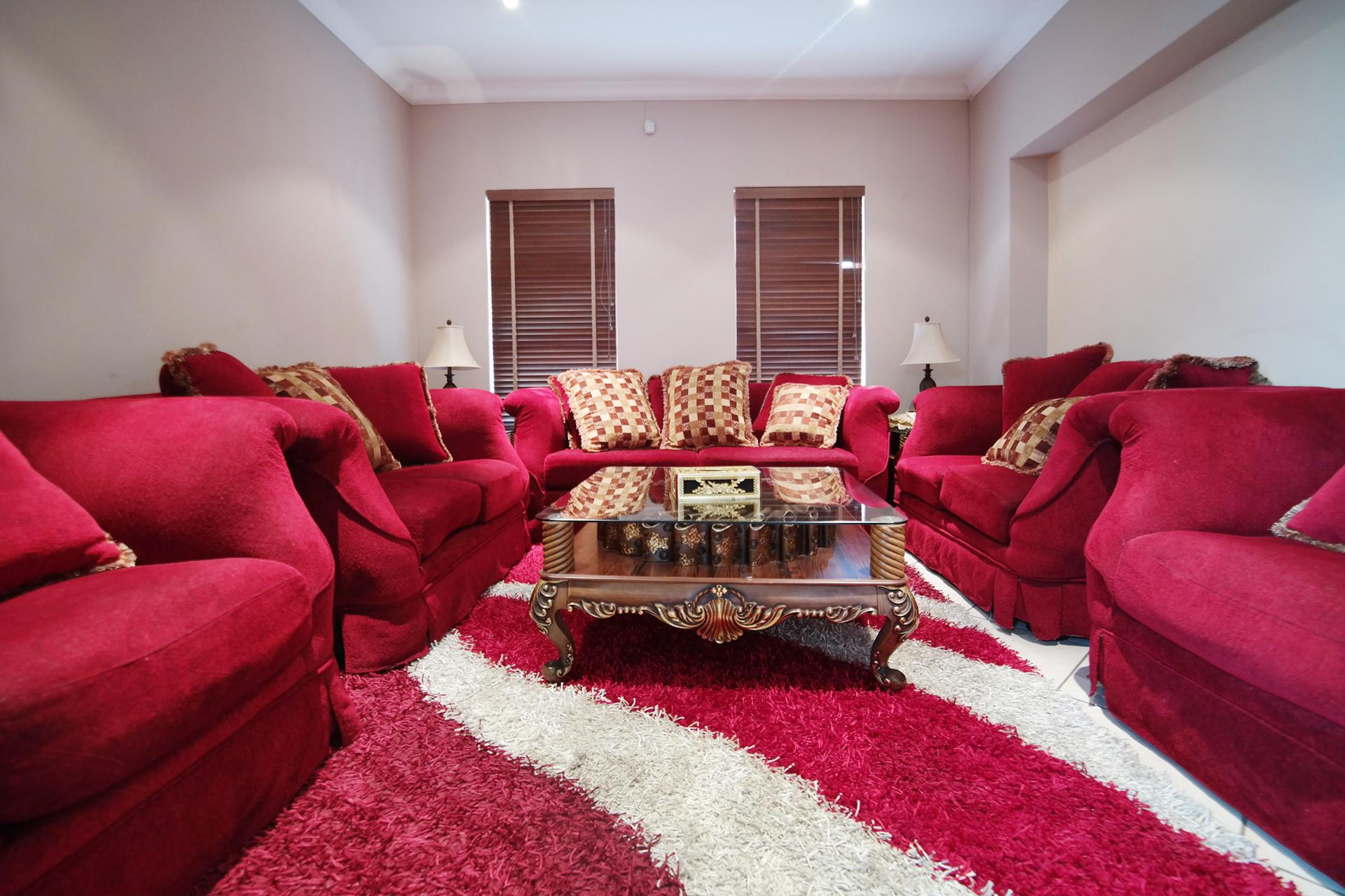 Formal Lounge - 15 square meters of property in Woodhill Golf Estate