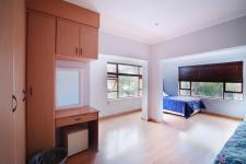 Bed Room 2 - 32 square meters of property in Woodhill Golf Estate