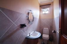 Bathroom 2 - 2 square meters of property in Woodhill Golf Estate