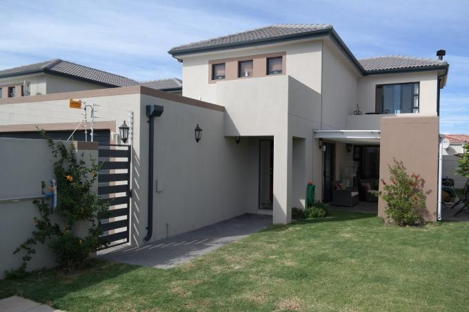4 Bedroom House For Sale in Parklands - Private Sale - MR125913