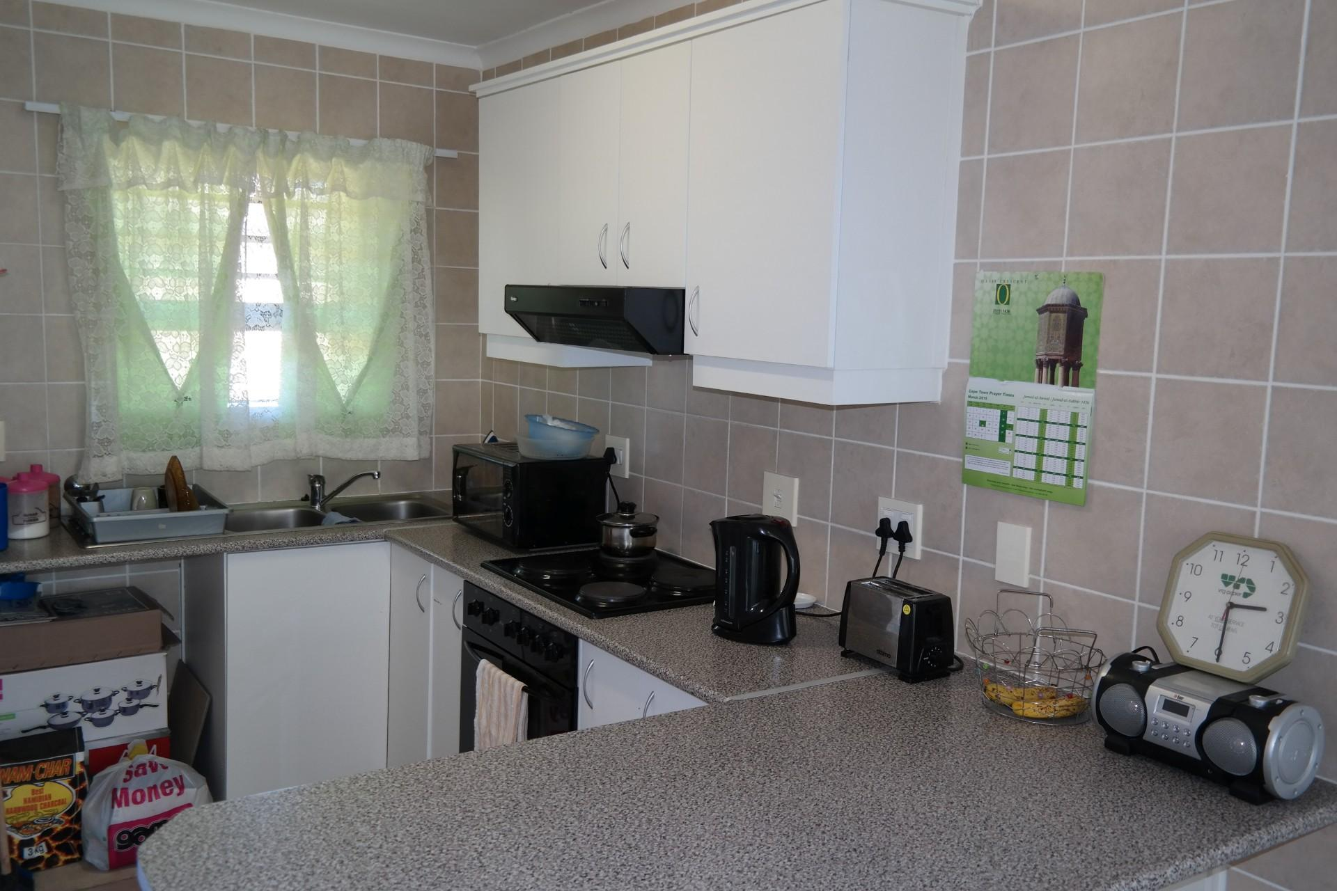 Kitchen - 11 square meters of property in Gordons Bay