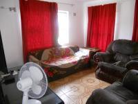 Lounges - 14 square meters of property in Tongaat