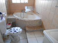 Bathroom 1 - 5 square meters of property in Witfield
