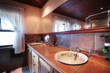 Main Bathroom - 17 square meters of property in Woodhill Golf Estate