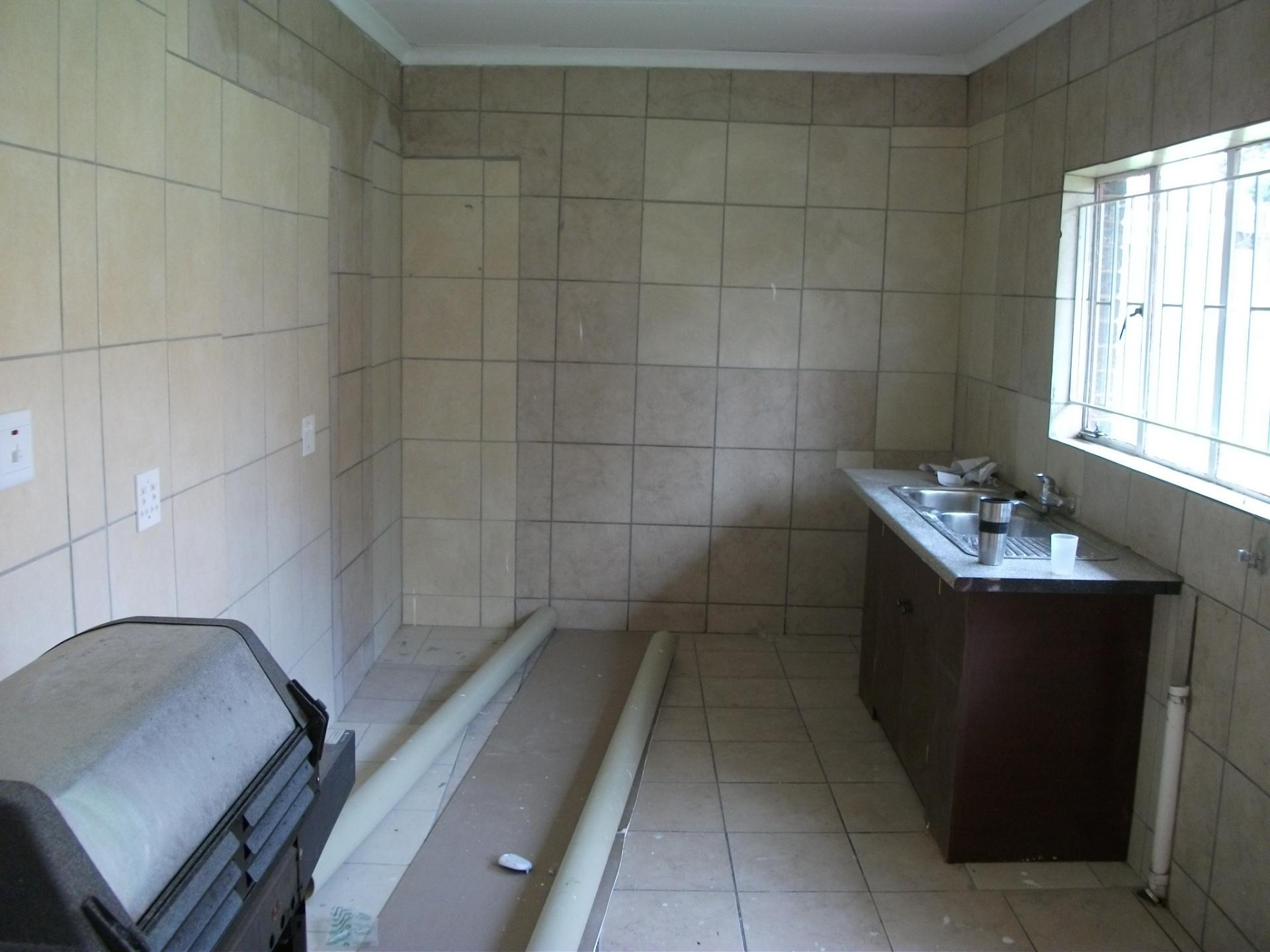 Kitchen - 14 square meters of property in Groblerpark