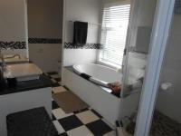 Main Bathroom - 16 square meters of property in Midrand Estates