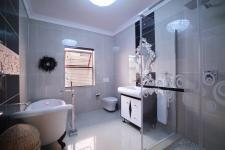 Bathroom 1 - 11 square meters of property in Willow Acres Estate