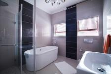 Bathroom 3+ of property in Willow Acres Estate