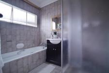 Bathroom 2 of property in Silver Lakes Golf Estate