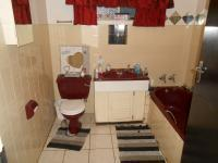 Main Bathroom - 12 square meters of property in Silverton