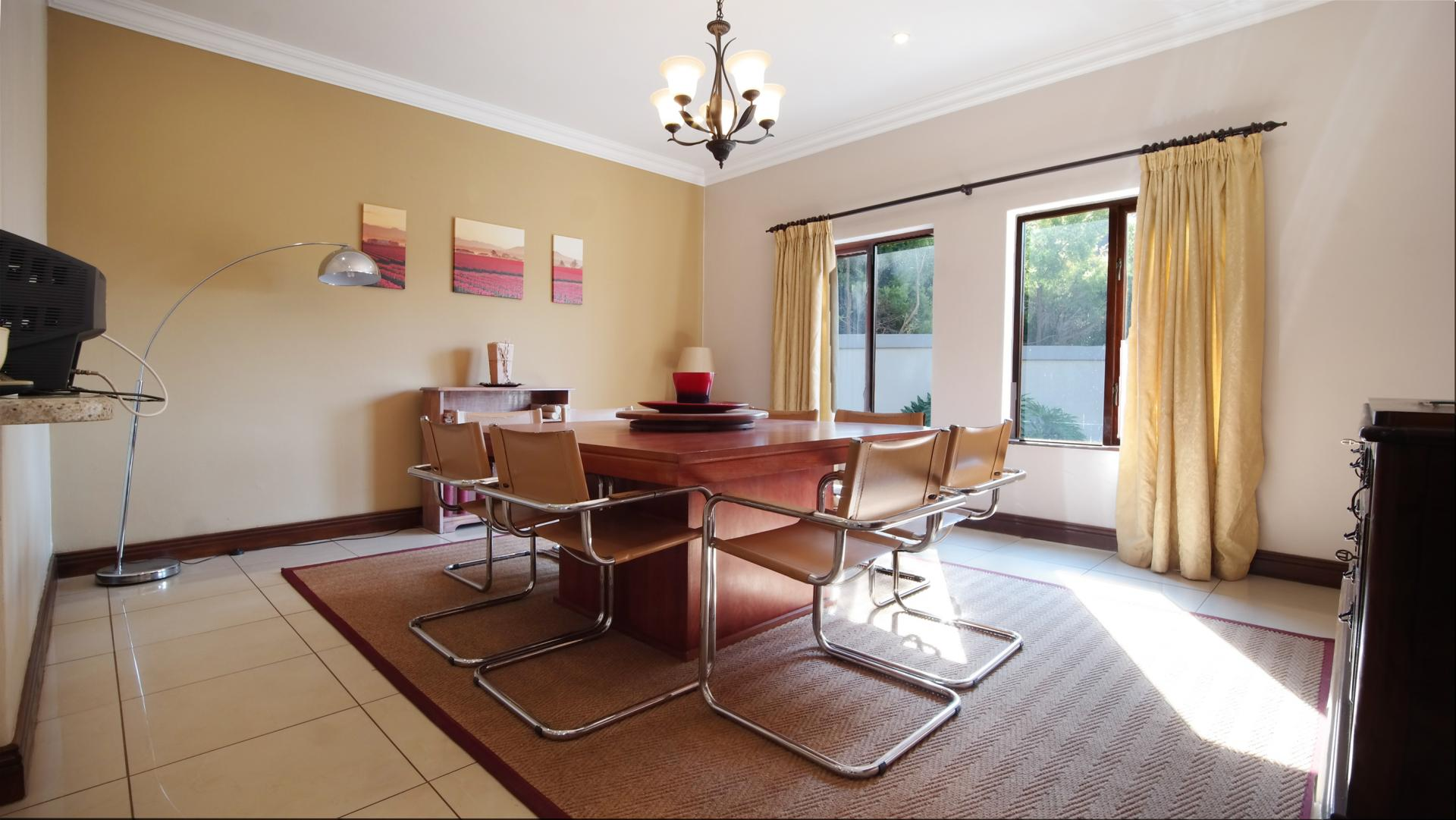 Dining Room - 23 square meters of property in Boardwalk Manor Estate