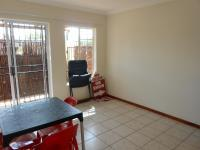 Lounges - 11 square meters of property in Daspoort
