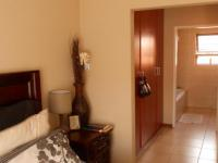 Main Bedroom - 20 square meters of property in Willow Park Manor
