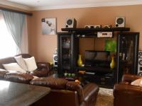 Lounges - 21 square meters of property in Rayton