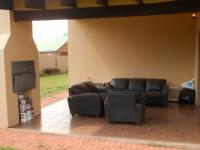 Patio - 17 square meters of property in Rayton