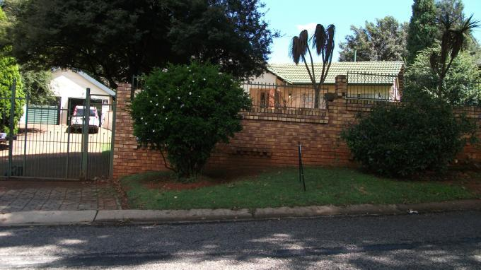 3 Bedroom House for Sale For Sale in Constantia Kloof - Private Sale - MR126471
