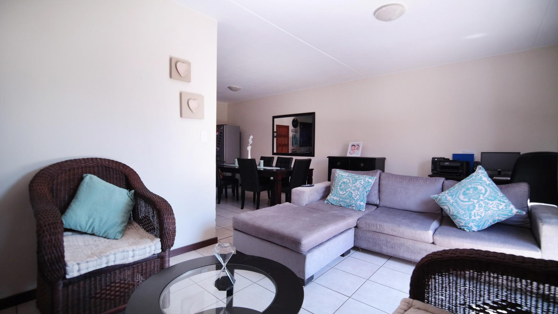 TV Room - 10 square meters of property in The Meadows Estate