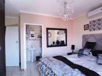 Main Bedroom - 13 square meters of property in The Meadows Estate