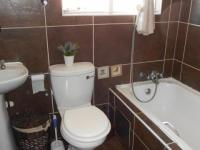 Main Bathroom - 5 square meters of property in Rembrandt Park