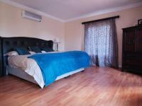 Main Bedroom of property in Boardwalk Meander Estate