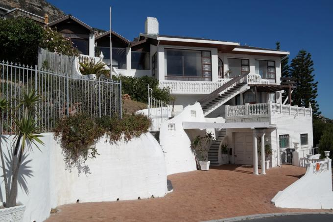 4 Bedroom House For Sale in Fish Hoek - Home Sell - MR126579