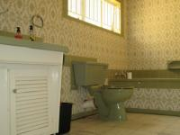 Main Bathroom - 14 square meters of property in Parkmore