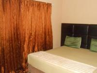 Main Bedroom - 21 square meters of property in Theresapark