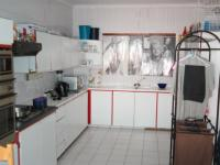 Kitchen - 29 square meters of property in Cravenby