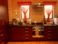 Kitchen - 15 square meters of property in Bronberrik
