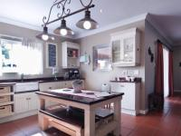 Kitchen - 27 square meters of property in The Meadows Estate