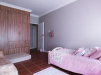 Bed Room 1 - 14 square meters of property in The Meadows Estate