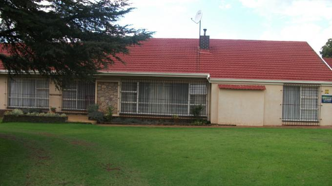 Standard Bank EasySell 3 Bedroom House for Sale in Helderkruin - MR126952