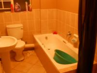 Main Bathroom - 5 square meters of property in Heuweloord