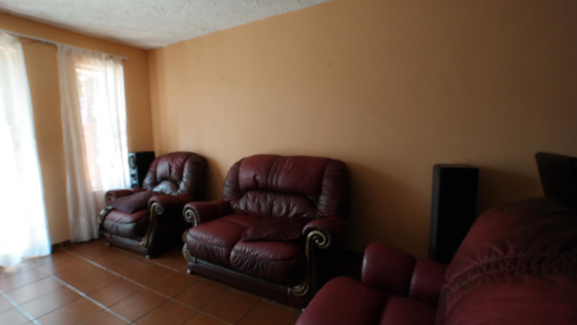 Lounges - 25 square meters of property in Moreletapark
