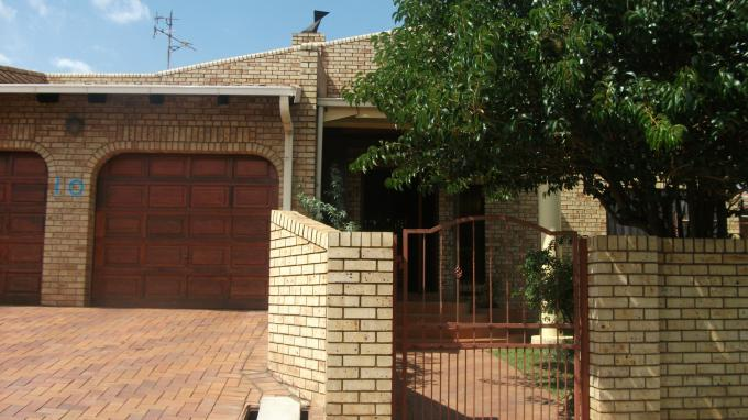 Standard Bank EasySell 5 Bedroom House for Sale For Sale in Newclare - MR126977