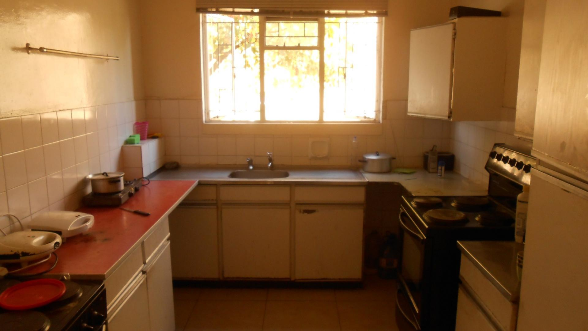 Kitchen - 9 square meters of property in Emalahleni (Witbank)