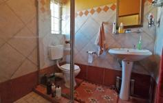 Main Bathroom - 3 square meters of property in Moreletapark