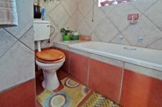 Bathroom 1 - 4 square meters of property in Moreletapark