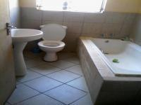 Main Bathroom - 4 square meters