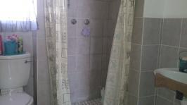 Bathroom 1 - 6 square meters of property in Florauna