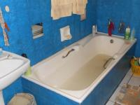 Bathroom 1 - 4 square meters of property in Crystal Park