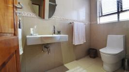 Bathroom 2 - 9 square meters of property in Silver Lakes Golf Estate