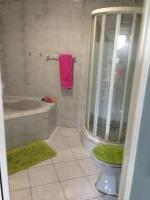 Main Bathroom of property in Bluewater Bay