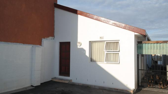 3 Bedroom Duet For Sale in Athlone - CPT - Home Sell - MR127326