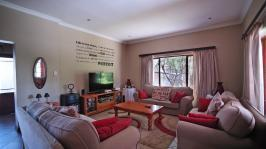 Lounges - 25 square meters of property in Willow Acres Estate