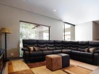 Lounges - 35 square meters of property in Woodhill Golf Estate