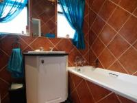 Main Bathroom - 5 square meters of property in Boardwalk Meander Estate